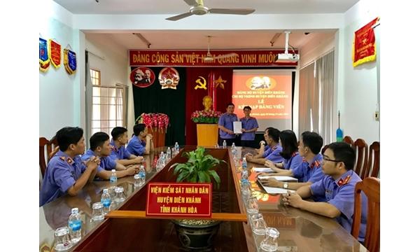 Chi bộ VKSND huyện Diên Khánh tổ chức kết nạp Đảng viên mới...