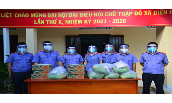 Viện kiểm sát nhân dân huyện Diên Khánh trao tặng...